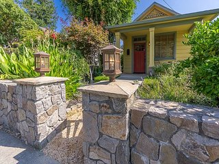 Charming 1BR Cottage in Downtown Saint Helena, Steps from Coffee Roasting Co