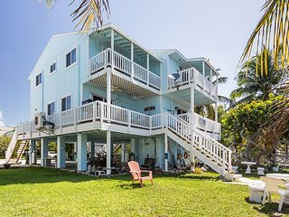 4BR/4BA Home w/ Waterfront Balconies, Docks, Bikes - Near Restaurants & Bars
