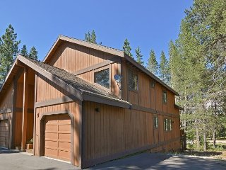 Comfortable 2BR Tahoe Donner w/ Deck – Access to Five-Star Amenities