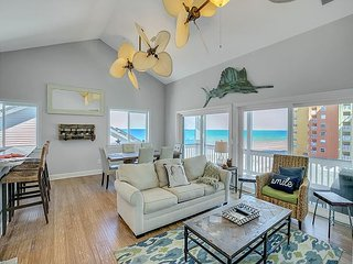 Contempo 3BR/3.5BA w/ Elevator & Panoramic Gulf View - Walk to Private Beach