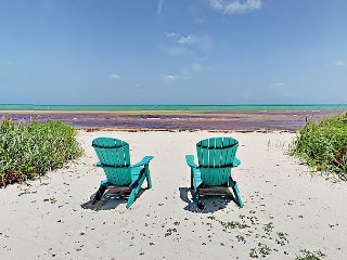 Oceanfront 2BR w/ Private Beach – Close to Top-Rated Scuba & Snorkeling