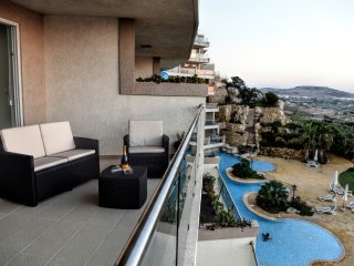Luxury Apartment with panoramic countryside and seaviews and communal pool