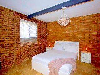 Casa Del Sol of Lismore - Room 1 - 'Azalea'