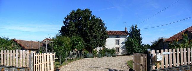 Entrance to La Vergne - Wisdom Gites