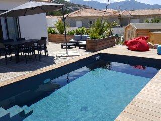 Villa avec piscine entre mer et montagne
