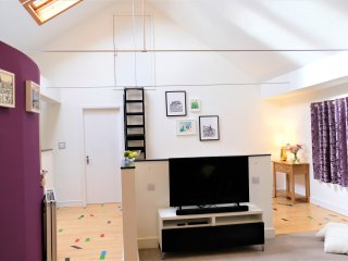 Open plan with skylight over the lounge