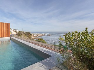 Uitzicht Two - 3 bedroom luxury on Victoria Road with pool and ocean views