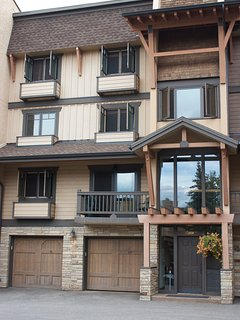 Three story town home w/attached garage. Internal private entry.