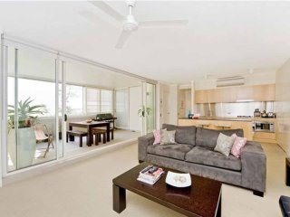 Sophisticated Two Bedroom Apartment Near Beachfront