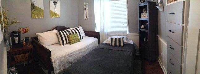 Twee full-sized dubbele matrassen. Nieuwe beddengoed en super zachte deken.