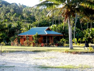 Beachfront Bungalow-Loaded w/amenities, budget pricing, clean, private
