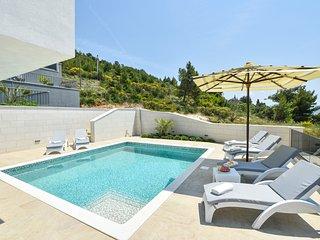 5 bedroom Villa in Ravnice, Splitsko-Dalmatinska Zupanija, Croatia : ref 5392999