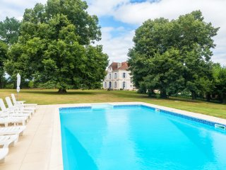 10 bedroom Chateau in La Ressegue, Nouvelle-Aquitaine, France : ref 5049626