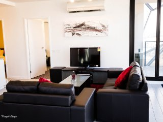 Royal Stays 2 bedroom Suite - City Views *FREE TRAM ZONE*