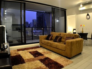 Royal Stays 2Bdr/2Bath - City Apt *FREE TRAM ZONE* (RS907)