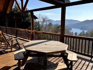 MOUNTAIN LAKE OVERLOOK-4 BED/3.5 BATH--LUXURY CABIN WITH MOUNTAIN AND LAKE!