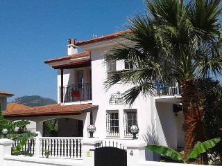 Villa Ekim, sleeps 8, free wifi, private pool 4 bedrooms 3 bathrooms