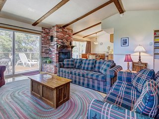 Welcoming, family-friendly cabin close to Bear Mountain Resort