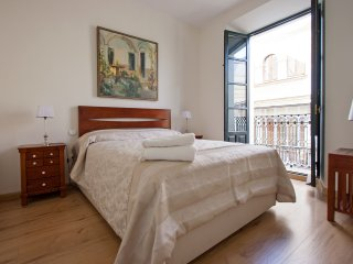 Romantic Wetaway Seville Old Town 2 pax