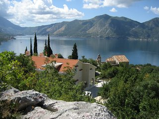 VILLA 'BILA' WITH PRIVATE ATMOSPHERE IN MONTENEGRO