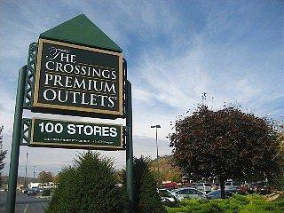 Outlets comerciais - 1 milha de distância da propriedade).