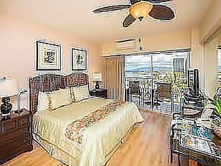 Modern Meets Tropics! Ocean View Suite w/Free WiFi, Kitchenette–Waikiki Shore