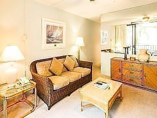 Comfy Condo w/Private Lanai, Kitchen, WiFi, Flat Screen, Ceiling Fans–Paki Maui