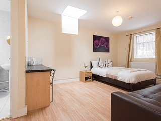 Affordable Studio Accommodation, South London, 20 Mins From London Bridge Zone 6