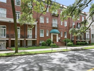 Savannah's Historic District's most centrally located apartment with great rates