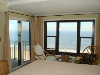 Direct Ocean Front 2 Bedrooms 2 Baths * Pool * 2 Car Parking