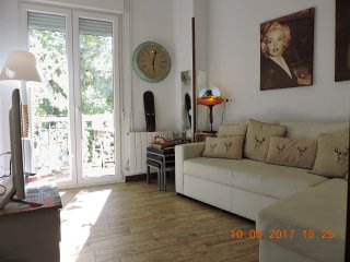 Downtown Madrid (Chamberi)*AC*3BDR*4BD*up to 6PAX*Wifi*Lift*Great Balcony