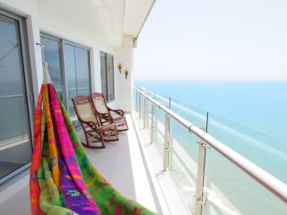 Beachfront Apartment, 5 Minutes away from the Historical Center, 2 WiFi