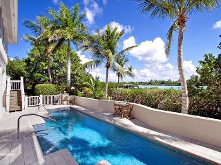 Beautiful gulf view and sunset bay view private home with pool/dock