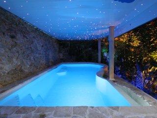 Cabane A Kota avec piscine chauffee.