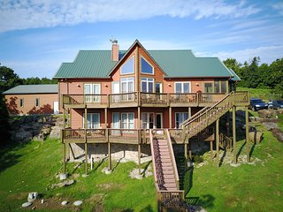FREE 4th night -Fall Special: Rent 3 nights, 4th night free. Expansive Views