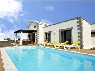 Villa con piscina en Playa Blanca, Lanzarote/Villa with pool in Lanzarote