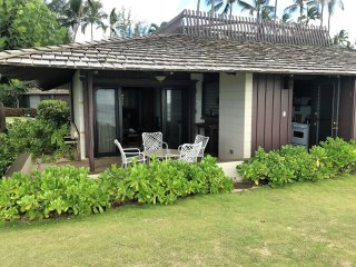 This is the front Lanai on the edge of the sea.