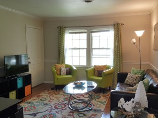 Charming and quiet 2 bedroom near downtown!
