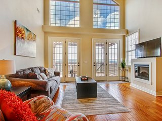 Amazing & Spacious Loft on Table Rock Lake (43-6)