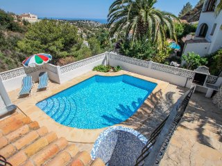 Linda - modern villa with splendid views in Benissa