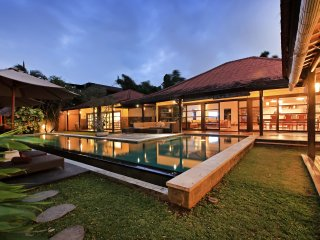 Spacious 4 Bedroom Luxury Acacias Villa