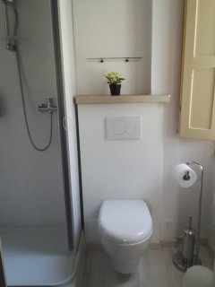 This is the full bathroom in the bedroom