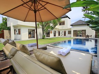 Villa Maya Sanur - Luxury 3 Bedroom, Private Pool, 500 metres from the Beach