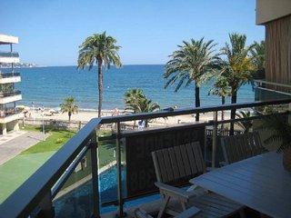 Apartamento PRIMERA LINEA de mar con piscina a 300 m de Salou