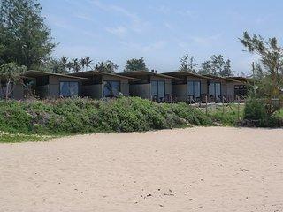 Ponta Beach Camps: En-suit Beachfront Units