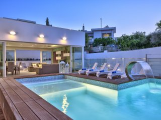 Amazing Family Villa - 4-bedroom Villa with indoor and outdoor Pools