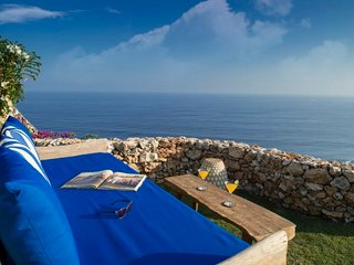 Bali Villa Sol y Mar Luxury Clifftop Villa Uluwatu 4 bedroom Modern Beach Access