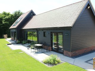 New barn conversion: explore city & countryside