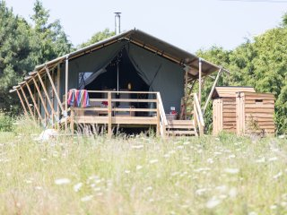 Sibbecks Farm Glamping - Meadow Escape