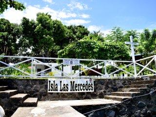 Isla Las Mercedes / Mercy Island